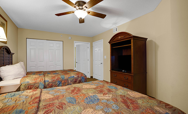 2 beds bedroom